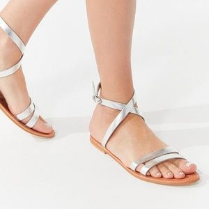 Silver Cleo Wrap Sandal shoes Size 8!.